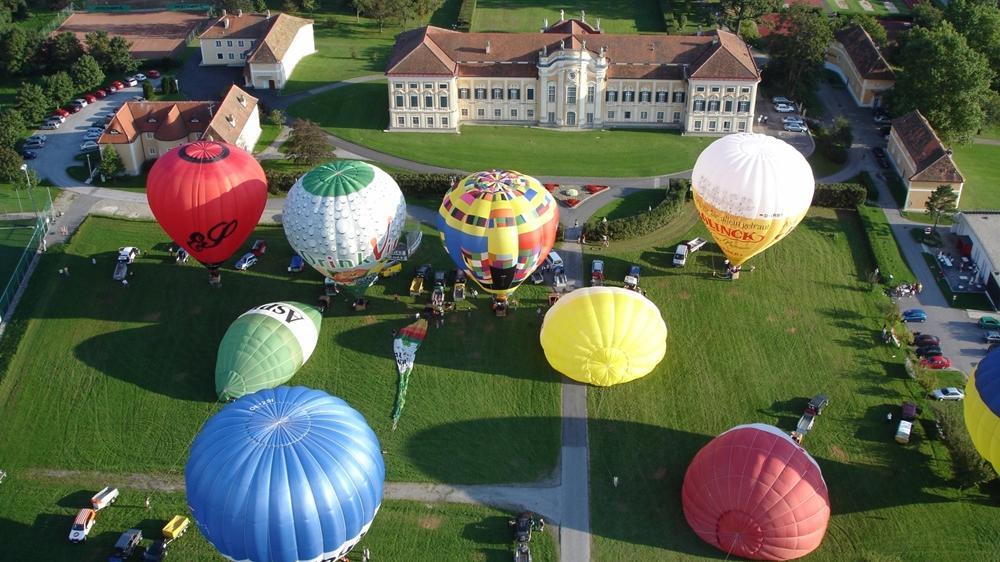 Ballons vor dem Schloss Schielleiten © Bernhard Bergmann